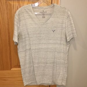 Men's AMERICAN EAGLE v-neck tshirt